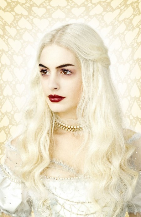 Anne Hathaway como White Queen